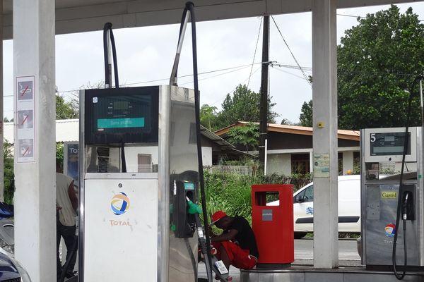 Evolution dans le conflit du carburant mais poursuite du mouvement.