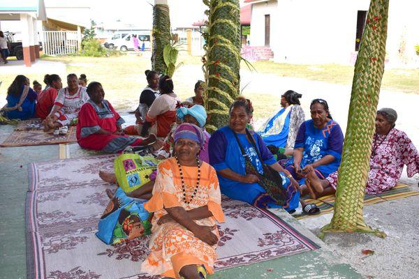 Habitants d'Ouvéa participant à la commémoration