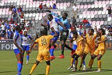 L'équipe nationale d'Haïti (en bleu) opposée à la sélection de Saint-Vincent (2 juillet 2021).