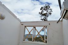 Près de trois semaines après le passage du cyclone Niran, les résidents de Marconi, à Ducos, sont toujours sans toit.