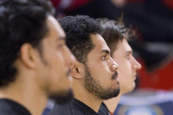 Rodrigue Manuohalalo avant de rentrer en jeu contre Nantes-Rézé en Coupe de France.