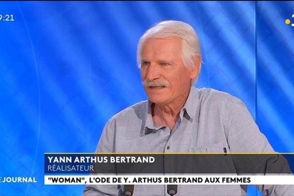 Yann Arthus Bertrand au pays des vahinés