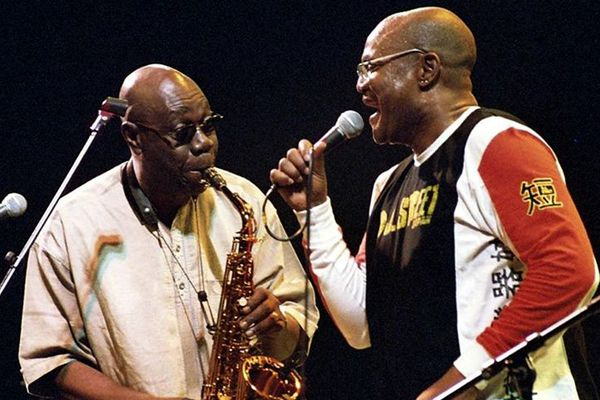 Photo 2 / Manu Dibango et Dédé Saint-Prix sur scène