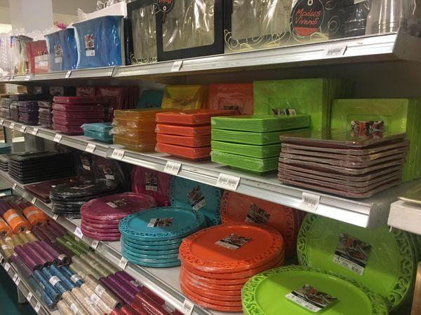 Vaisselle à usage unique. Plastique