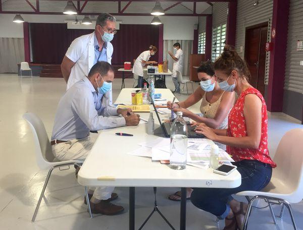 Covid, vaccination volante au centre socioculturel de Boulouparis, 16 mars 2021
