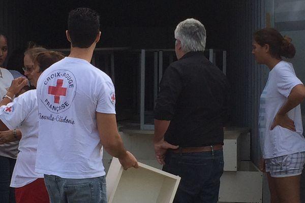 La croix rouge et Koniambo distribuent du mobilier