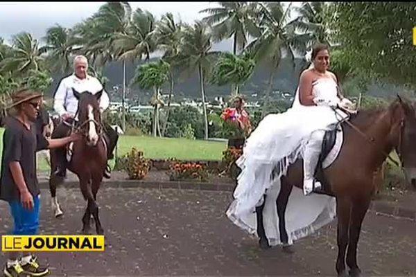 Elle convole en justes noces à cheval