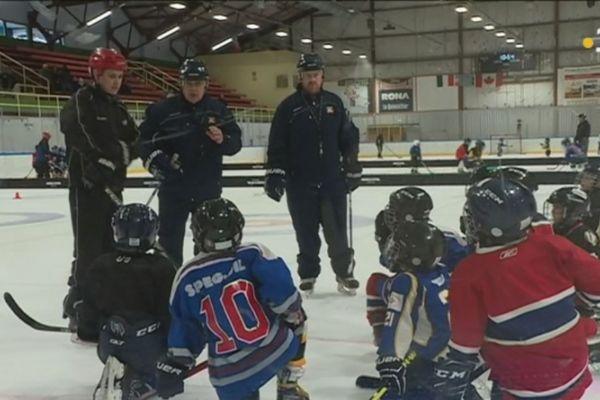 Les entraîneurs du hockey mineur en stage avec la ligue de Terre-Neuve et Labrador