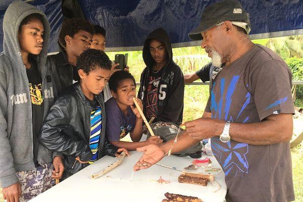 Résidence culturelle Ponérihouen scolaires atelier monnaie kanak août 2017