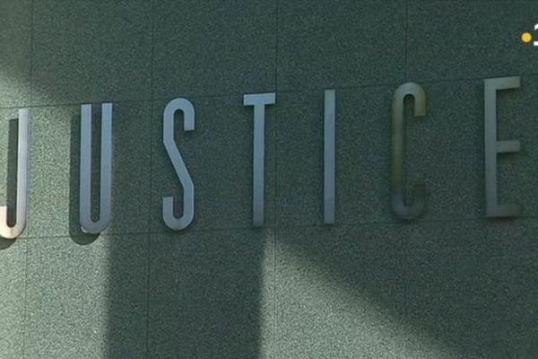Justice, devanture du palais de Saint-Pierre et Miquelon