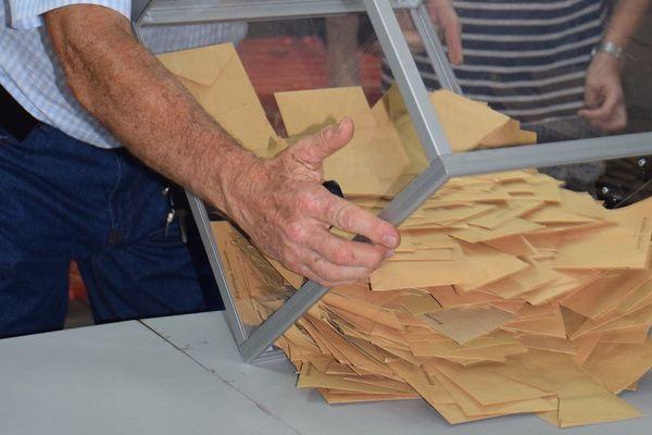 Photo deuxième second toue élection présidentielle dépouillement urne (7 mai 2017)