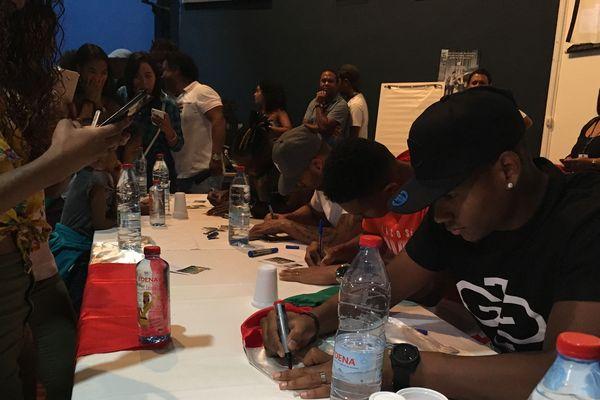 Autographes des footballeurs malgaches