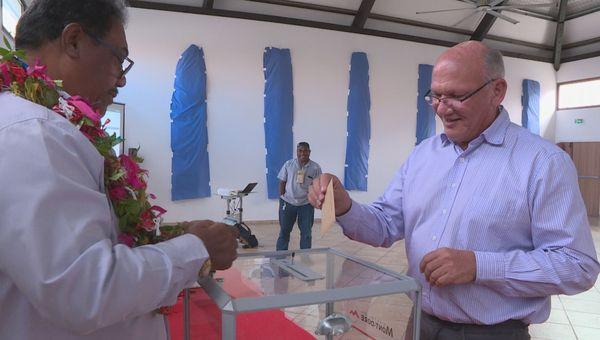 Municipales, second tour, vote du maire Eddie Lecourieux au Mont-Dore, 28 juin 2020