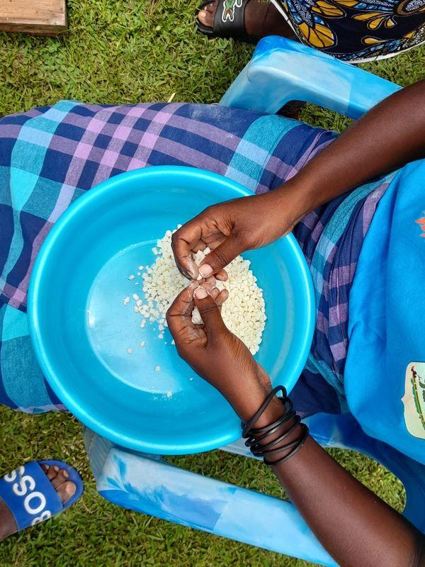 Préparation de plats traditionnels par les aînées