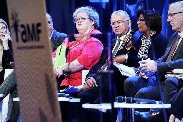 Débat sur l'environnement au Congrès des maires en présence de Karine Claireaux, sénateur-maire de Saint-Pierre (Saint-Pierre-et-Miquelon) et de Marie-Laure Phinera-Horth, la maire de Cayenne