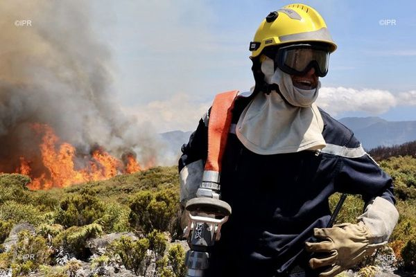 incendie Maïdo J3 sapeurs-pompiers sur le terrain 091120