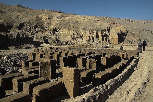 """Fabrication de """"briques"""" au Népal"""