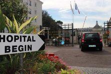 L'entrée de l'hôpital militaire de Saint-Mandé où était hospitalisée l'infirmi-re de MSF touchée par Ebola.