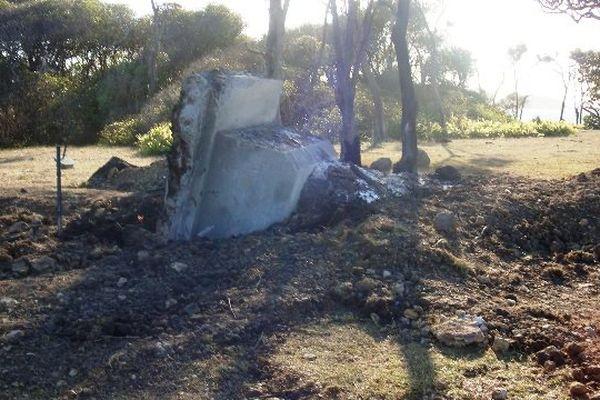 Stèle détruite