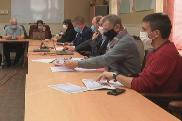 Le Conseil territorial demande 350 millions d'euros à l'Etat