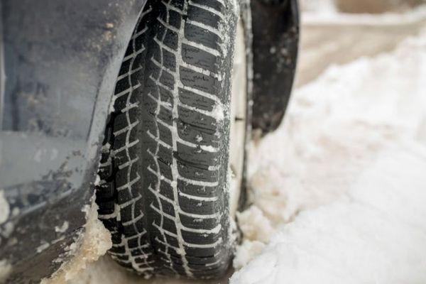 roue voiture neige
