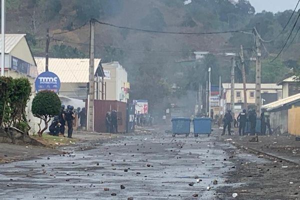 Les gendarmes en intervention a Kawéni