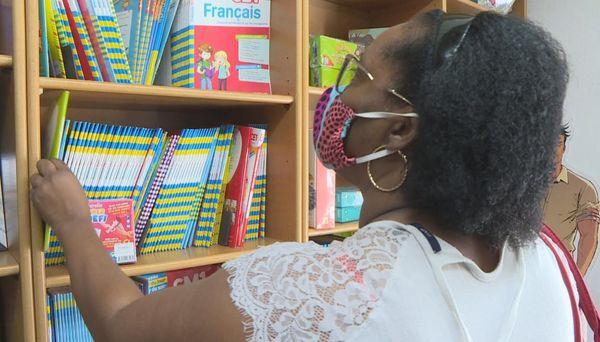 Les parents à la recherche de manuels
