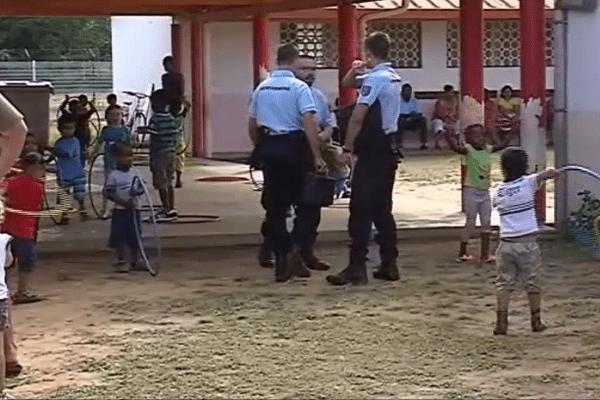 Les gendarmes à l'école Savane
