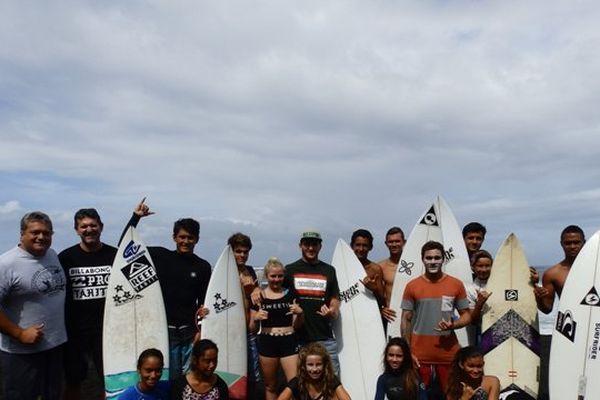 Les futurs espoirs du surf Tahitien et leurs coachs