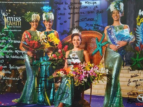 Affihce dédicacée Miss Tahiti 2016 et ses dauphines
