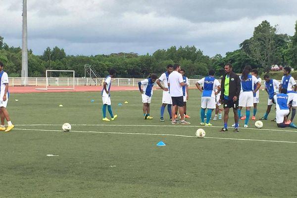 Hienghène est un solide leader en Super Ligue, mais Magenta a des matchs en retard à jouer.