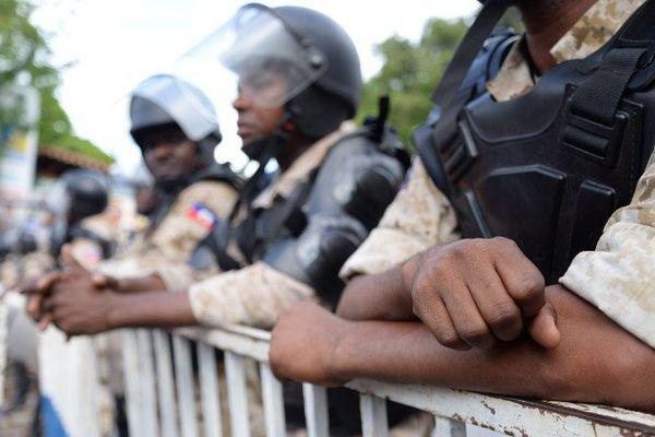 Policiers à Pétion-ville le 7 juin lors d'une manifestation