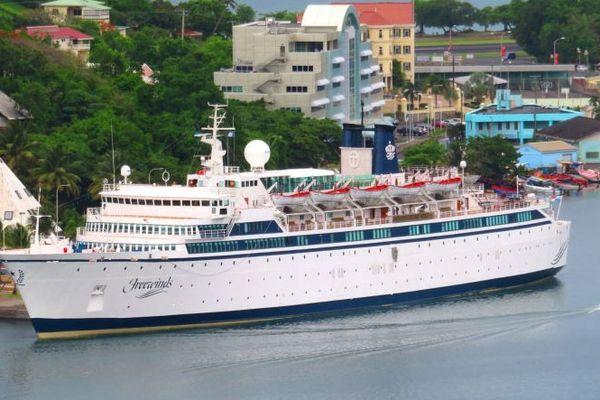 Freewinds accosté à Sainte Lucie