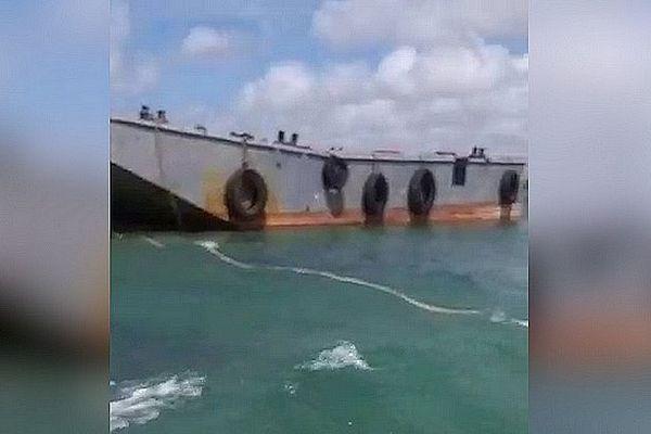 """Barge """"l'ami Constant"""" à l'île Maurice Naufrage du remorqueur août 2020"""