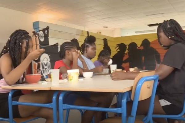 L'apprentissage de l'hygiène alimentaire aux enfants du centre de vacances de l'Association Colombes Culture à Kourou