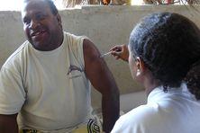 Vaccination covid dans la tribu de Hapetra Lifou.