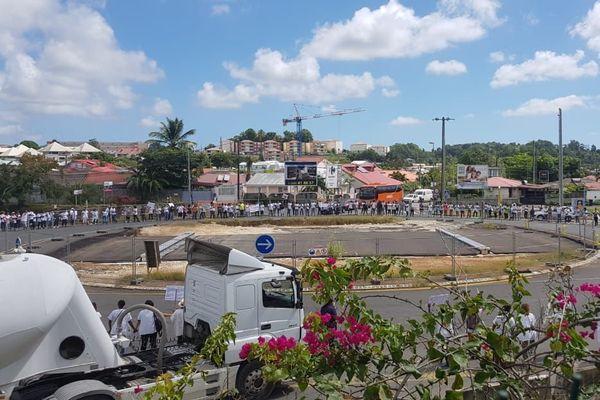 Manifestation des infirmiers au Rond Point de Perrin à Dothémare