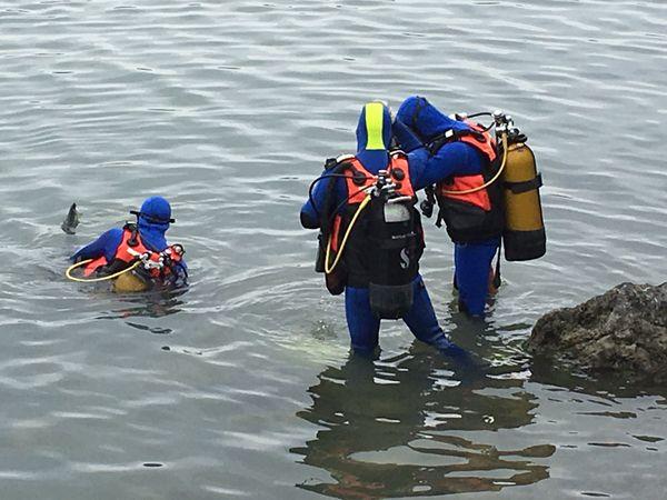 Plongeurs secouristes.