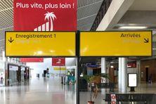 Hall d'accueil des passagers de l'aéroport Aimé Césaire, au Lamentin en Martinique.