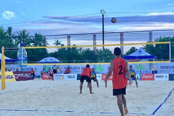 Beach-volley : Paino Moleana et Louis Sekeme gagnent leur premier match, contre les Tuvalu