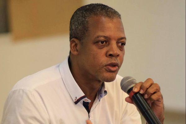 Ferdy Louisy, maire de Goyave, président du SIAEAG