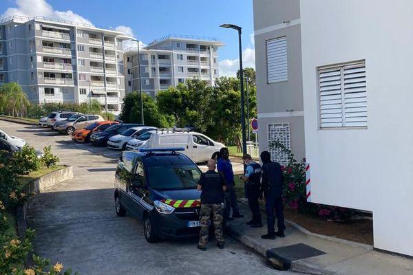 Résidence avec gendarmes