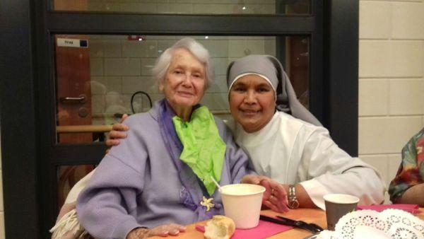 Soeur Telesia travaille dans des maisons de retraite