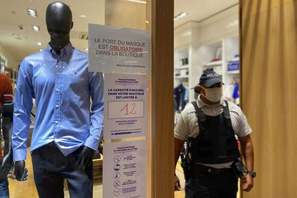 Coronavirus : contrôles renforcés au centre commercial du Port