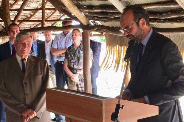 Edouard Philippe en Calédonie à Koumac, remise ordre national du mérite à Robert Frouin, 4 décembre 2017