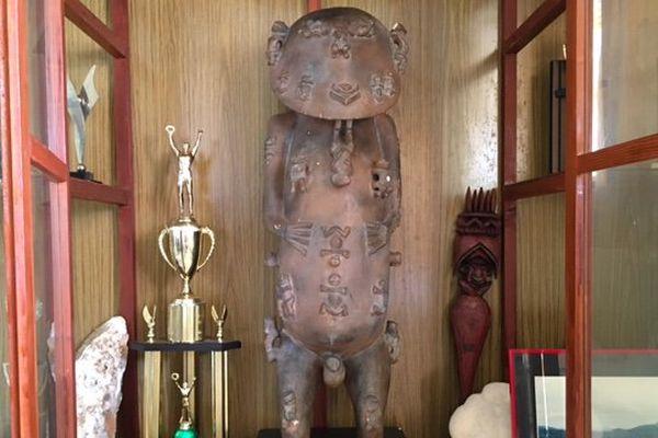 Statue A'a couverture
