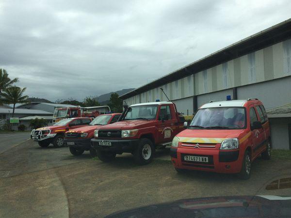 Centre de secours Dumbéa. Pompiers. Véhicules
