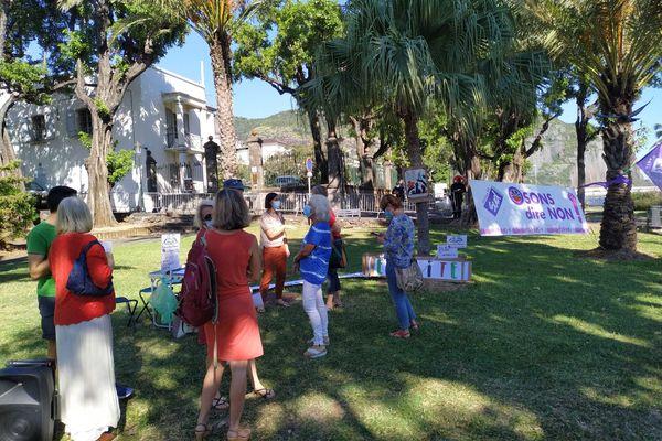 Une dizaine de personnes présentes dont Attac, Sud Solidaires 974 et le collectif Inter Hôpitaux de La Réunion