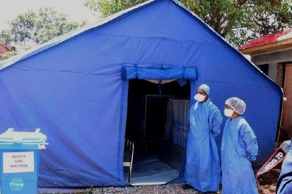Un équipement pour isoler un éventuel malade du coronavirus en brousse à Mada février 2020
