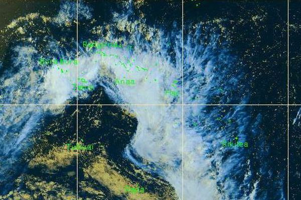 Une large bande nuageuse intéresse les Tuamotu